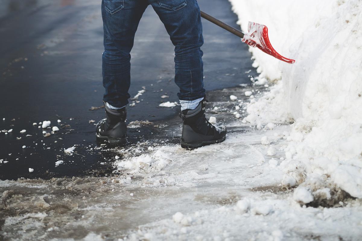 Winter Asphalt Maintenance Tips, Baughman Magic Seal, asphalt maintenance, asphalt sealing, driveway sealing